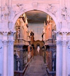 Vicenza_Teatro_Olimpico_(scena)